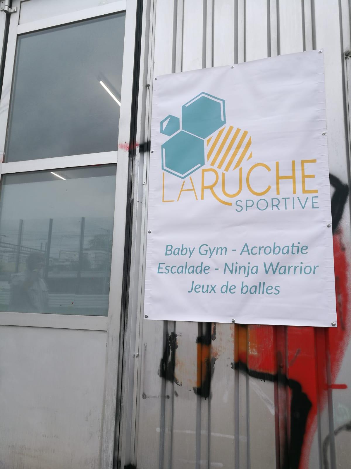 Enseignes publicitaires à Lausanne, renens, centre sportif, autocollant, bâches (1)