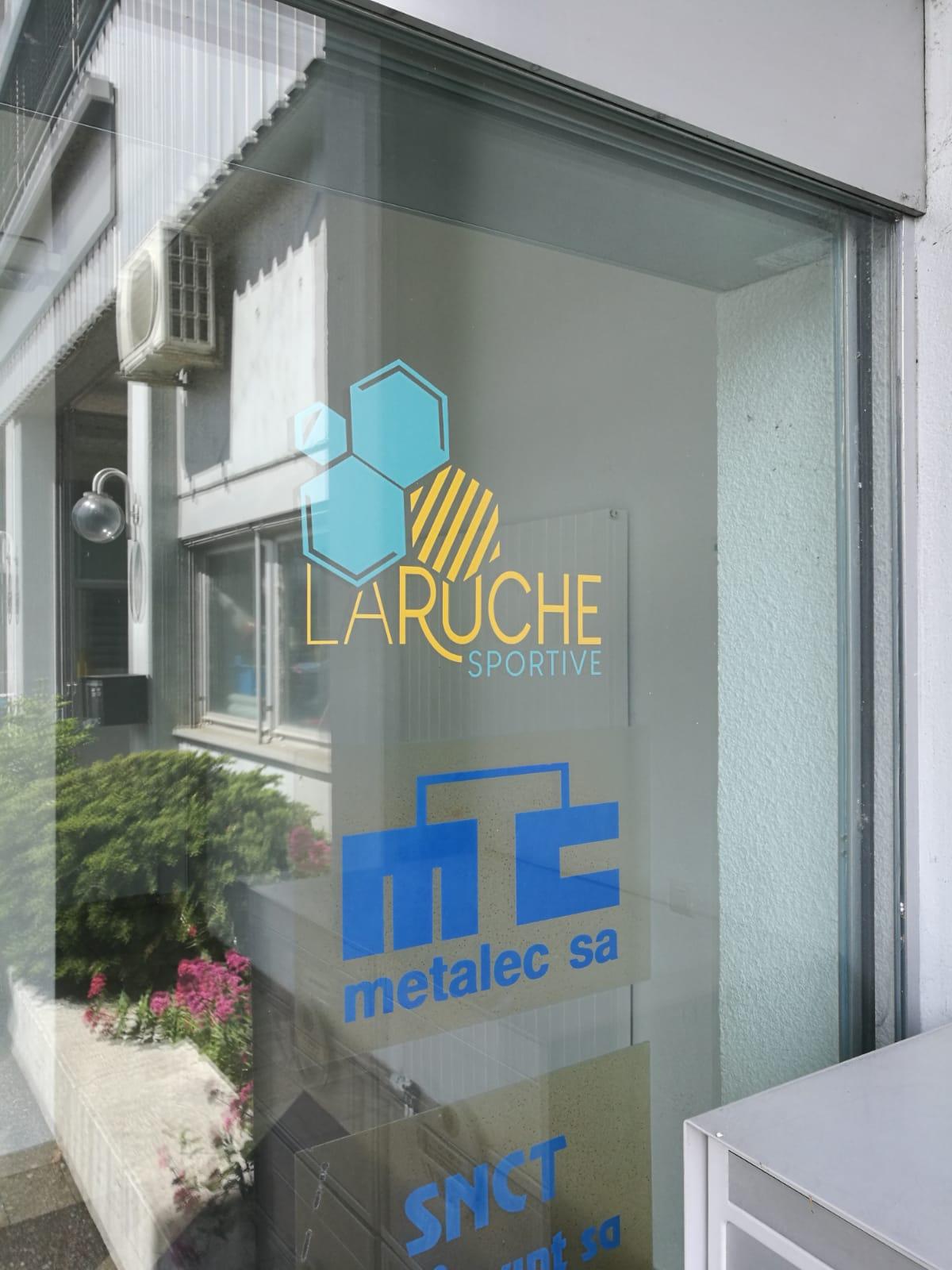 Enseignes publicitaires à Lausanne, renens, centre sportif, autocollant, bâches (2)